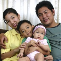 Refugee family father and kids 2